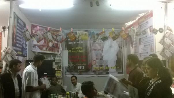 Raipur ke Bal sanskar ke shikshak evam anya sadhako ne milkar book stall lagaya
